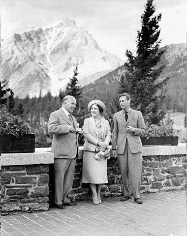 Le premier ministre canadien, la reine mère et le roi Georges VI