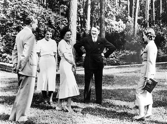 Goebbels effacé d'une photo montrant Hitler et Leni Riefenstahl